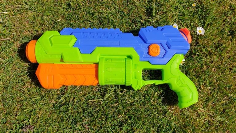 Joyin 2 Pack Water Pistols review: Water lot of fun for a low price | T3